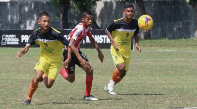 Pertandingan bola antar PSP Padang dan perwakilan Aceh