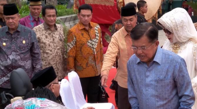 Wakil Presiden Indonesia (Wapres) Jusuf Kalla saat peresmian Masjid Baiturramah, Sabtu (15/7) di Padang.