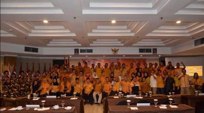 Pimpinan dan pengurus Hanura se Sumbar solid mempertahankan OSO pimpin.kembali Hanura, usia Rapimda, Selasa 15/10 di Padang