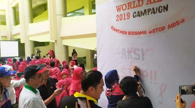Penandatanganan komitmen bersama cegah penularan HIV AIDS