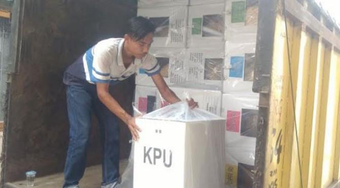 Pengiriman logistik pemilu 2019 di Pasbar
