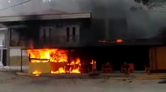 Rumah Makan Pondok Kita terbakar