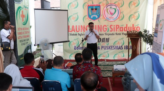 Wakil Wali Kota Payakumbuh, Erwin Yunaz saat melaunching aplikasi SiPaduko.