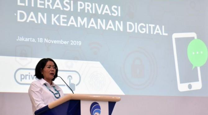 Sekjen Kominfo memberikan sambutan dalam acara Peluncuran Program dan Seminar Literasi Privasi dan Keamanan Digital di Ruang Serbaguna, Kantor Kementerian Komunikasi dan Informatika, Senin (18/11/2019).