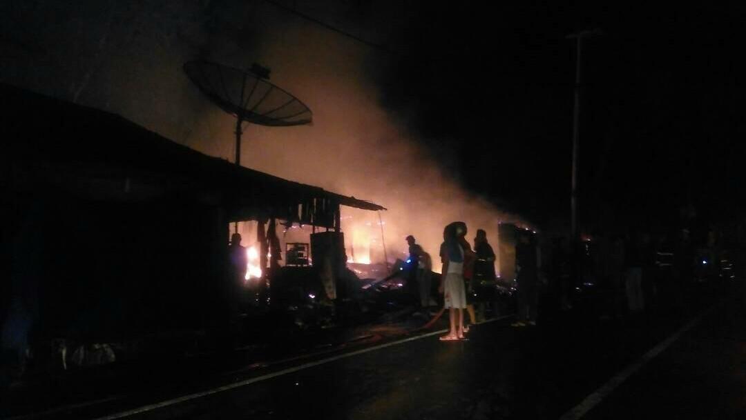 Kondisi saat kebakaran terjadi pada 17 kios di sekitar air terjun Lembah Anai.