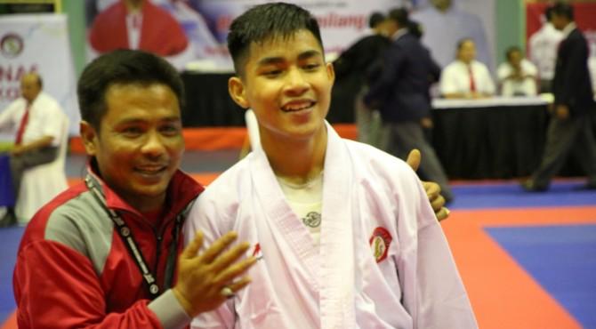 Atlet Karateka Lemkari Sumbar Jeprisal usai memenangi pertandingan pada Kejurnas Lemkari Piala Menpora RI tahun 2019