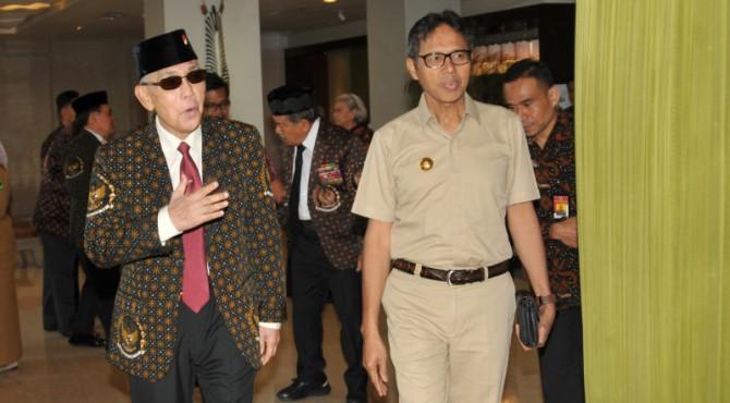 Mantan Wakil Presiden ke 6 Try Sutrisno dan Gubernur Sumbar Irwan Prayitno