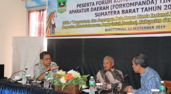 Staf Ahli Gubernur Bidang Pembagunan, Kemasyarakatan dan SDM, M. Yani, dengan narasumber Kepala Bidang Penyiapan Kebijakan Kelembagaan, Kemenpan RB, Ngalimun