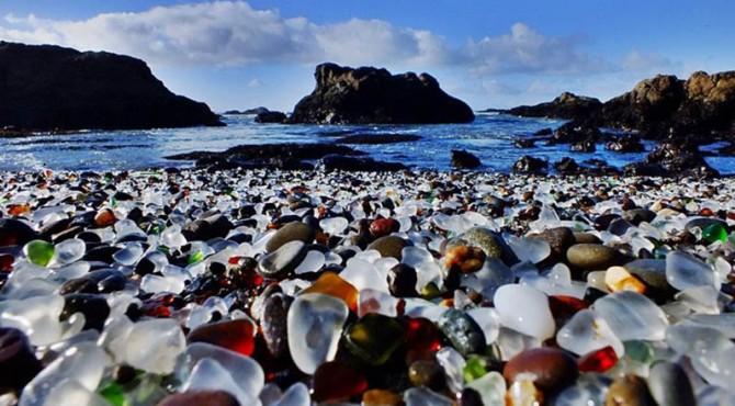 Ini Glass Beach, Pantai dengan Bebatuan Kaca di California    KlikPositif.com - Media Generasi Positif