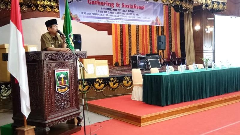 Bupati Sijunjung Yuswir Arifin di Acara Gathering dan Sosialisasi Produk Kredit dan Dana Bank Nagari di Gedung Pertemuan Pancasila Muaro Sijunjung, Senin 29 Juli 2019