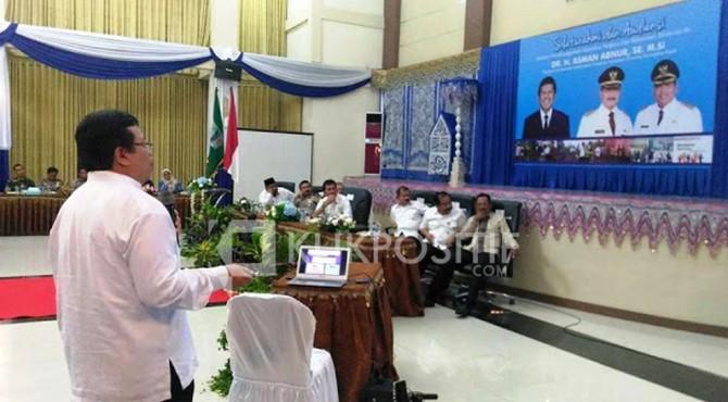 Kadis Dinas Kesehatan Aspinuddin saat memaparkan programnya di Hadapan Bupati Ali Mukhni serta Muspida di Hall Parik Malintang Padang Pariaman.