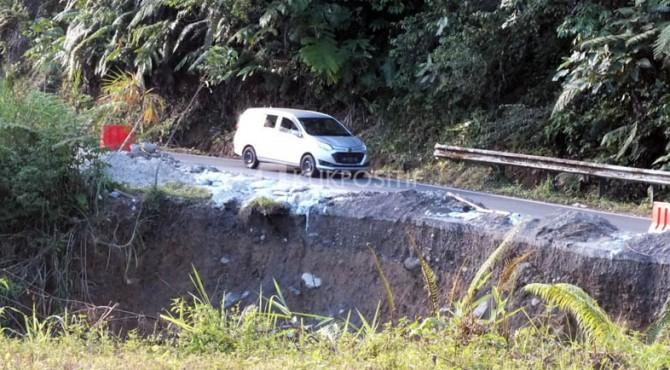 Kondisi jalan yang rusak di Malalak