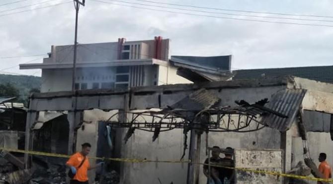 Puing pasca kebakaran pasar di Pessel