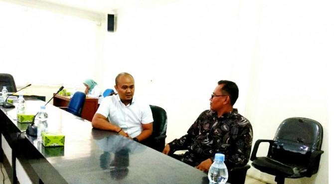 Wakil Ketua Komisi A DPRD Kabupaten Pasaman Heri Supriadi saat berdialog