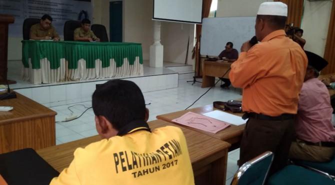 Suasana diskusi antara petani dengan pemerintah provinsi di Kantor Dinas Pertanian Sumbar