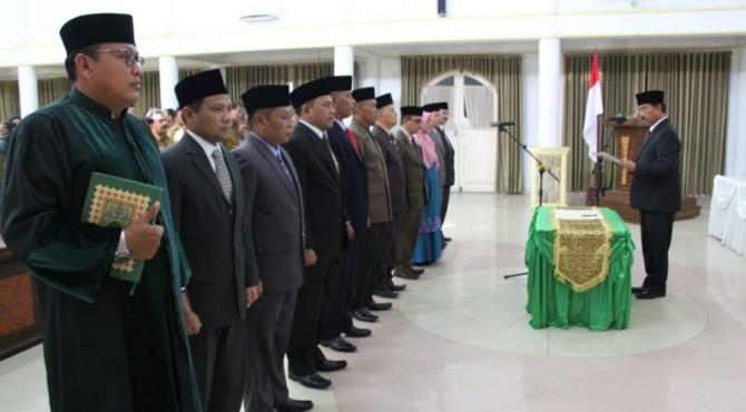 Bupati Pasaman, Yusuf Lubis melantik 11 pejabat eselon II di Pemkab Pasaman