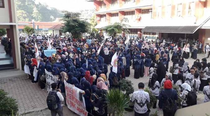Aksi mahasiswa STKIP PGRI
