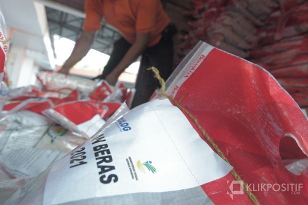 Beras bantuan warga terdampak PPKM Darurat