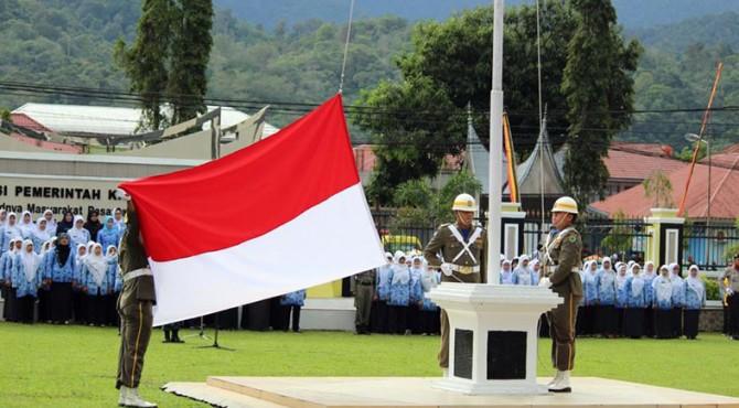 Peringatan Hari Lahir Pancasila di halaman depan Kantor Bupati Pasaman, Kamis 1 Juni 2017