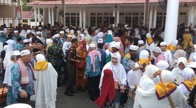 Suasana kedatangan jamaah haji Tanah Datar di Gedung Indo Jolito Batusangkar.