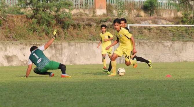 Semen Padang FC kontra Taragak Basuo FC.