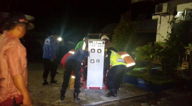 Alat UPS yang mengalami korsleting di kantor BMKG Padangpanjang