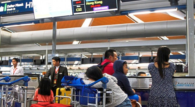 Ketika protes di Hong Kong meningkat, wisatawan yang ingin pulang ke rumah kecewa di Bandara Internasional KL.