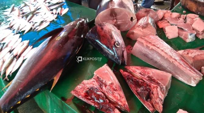 Penjualan ikan di Pasar Raya Padang