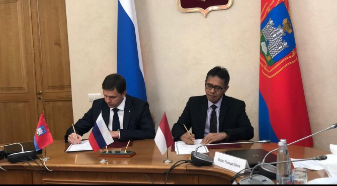 Gubernur Sumbar Irwan Prayitno bersama perwakilan Provinsi Oryol menandatangani kesepakatan