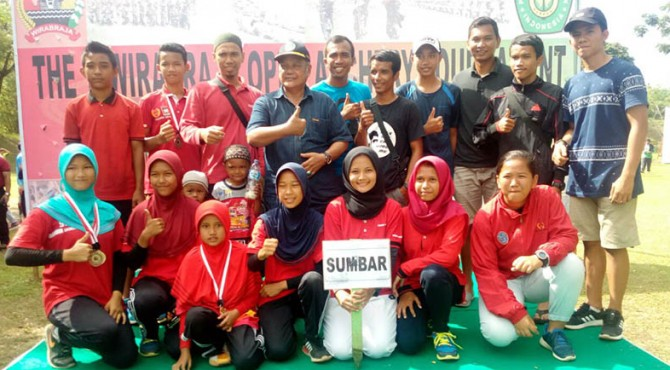 Atlet panahan binaan FKKSP foto bersama usai mengikuti Wirabraja Open Archery Turnamen