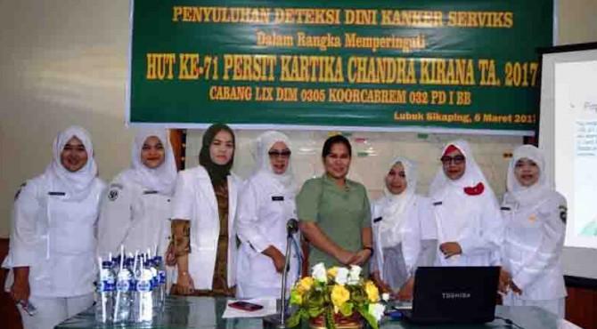 Ibu-ibu Persit yang melaksanakan Penyuluhan Deteksi Dini Kanker Serviks