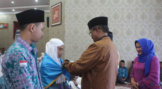 Bupati Solok lepas keberangkatan 202 orang CJH Kabupaten Solok di Guest House, Arosuka
