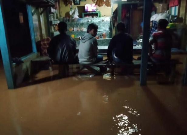 Kondisi banjir akibat luapan sungai batang batahan di Jorong Taming