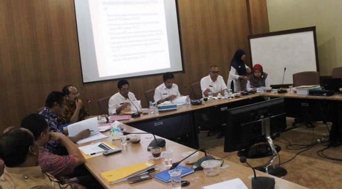 Sekretaris Daerah Kota Solok, Rusdianto dan Tim Verifikasi Propvinsi dalam FGD bersama pihak terkait lainnya