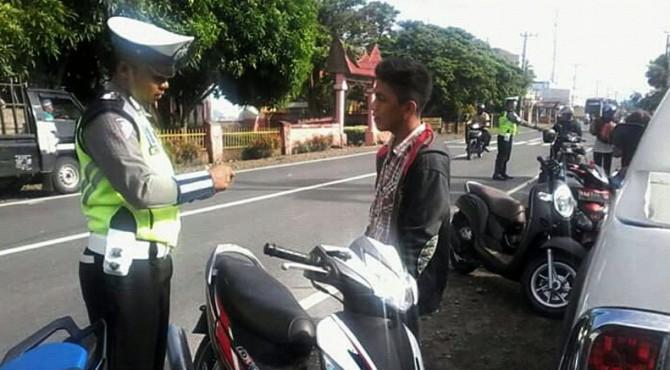 Pengendara motor terjaring Operasi Patuh Singgalang di Pasbar, Kamis (29/08/2019)