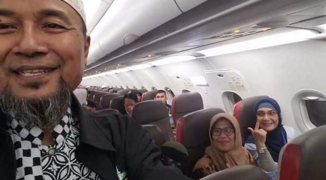 Rombongan peserta aksi bela kedaulatan rakyat dari Sumbar berangkat ke Jakarta