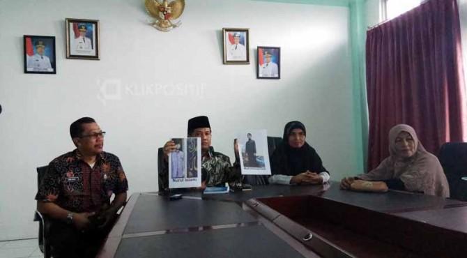 Kedua orangtua mahasiswa Minang yang ditahan di Mesir melapor ke Wakil Bupati Limapuluh Kota.
