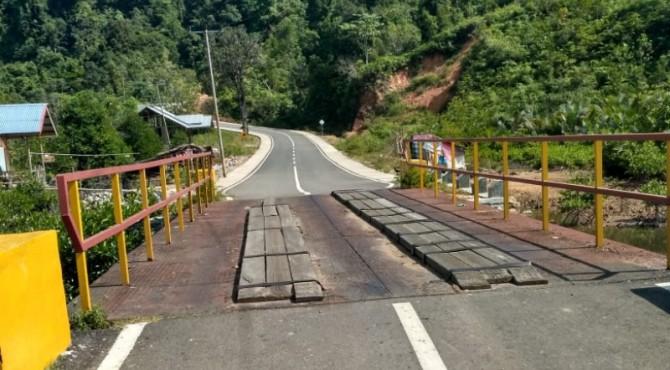 Jembatan di Mandeh yang perlu diperbaiki jika ingin dilewati pembalap TdS