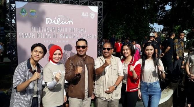 Peletakan batu pertama Dilan Corner di Taman Saparua, Bandung, Jawa Barat, Minggu (24/2/2019).