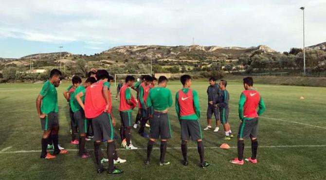 Para pemain Timnas U-19 saat latihan di Toulont Turnamen lalu.