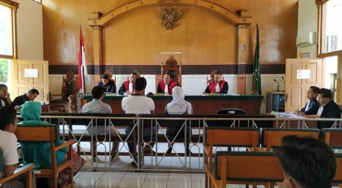 Suasana persidangan di Pengadilan Negeri Tanjung Pati dengan terdakwa YS
