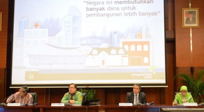 Menkeu Bambang P.S. Brodjonegoro memberikan penjelasan kepada awak media terkait APBN-P 2016 dan Program Pengampunan Pajak di Aula Mezzanine, Kantor Pusat Kemenkeu, Jakarta pada Rabu (29/06)