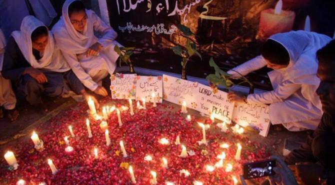 Masyarakat Pakistan Berkabung atas Serangan Bom Bunuh Diri