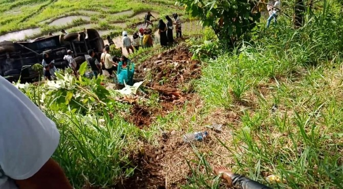 Bus Family Ceria masuk jurang di Kelok 28 Agam