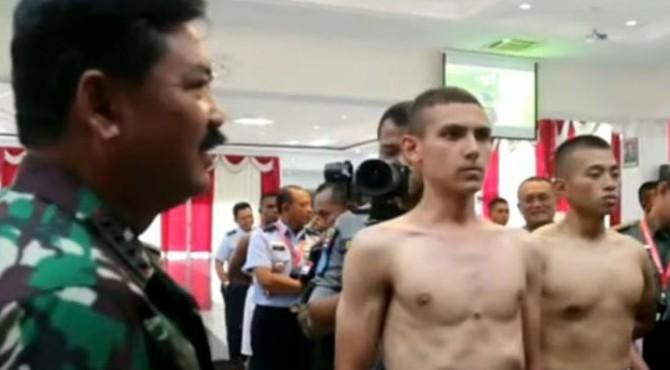 Enzo Zenz Allie, Taruna Akmil TNI Keturunan Perancis.