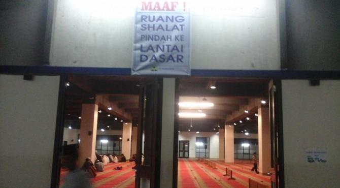 Ruang salat di Masjid Raya Sumbar.