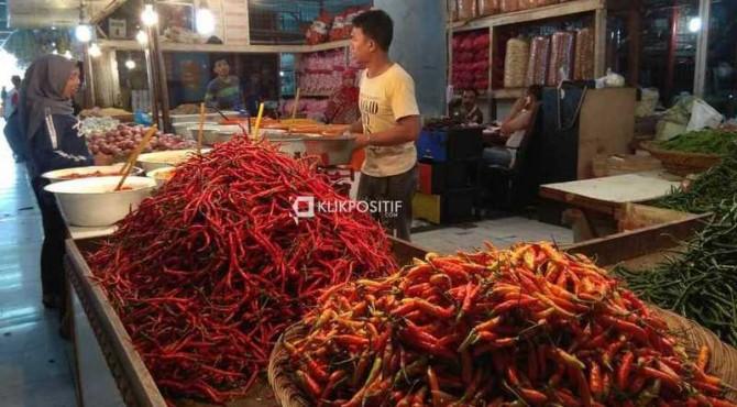 Pedagang cabai di Pasar Raya Padang