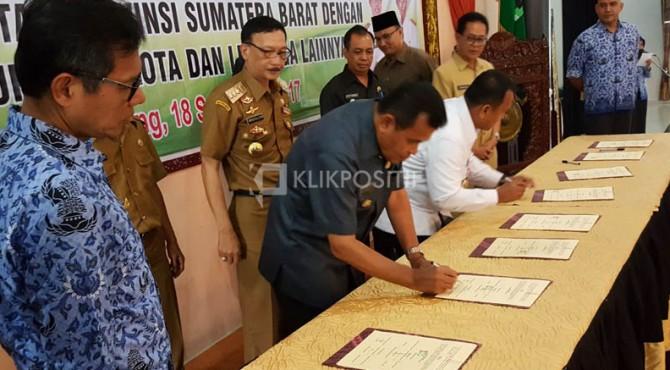 Penandatanganan MoU antara Pemprov Sumbar dengan Kabupaten/Kota tentang kepariwisataan