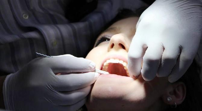 ilustrasi perawatan gigi