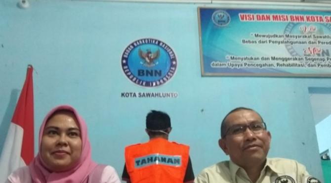 Kepala BNN Kota Sawahlunto Guspriadi Saat Konferensi Pers di Sawahlunto, Jumat 8 November 2019